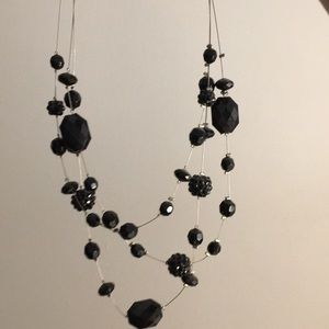 Jewelry - Black assortment of size stones necklace